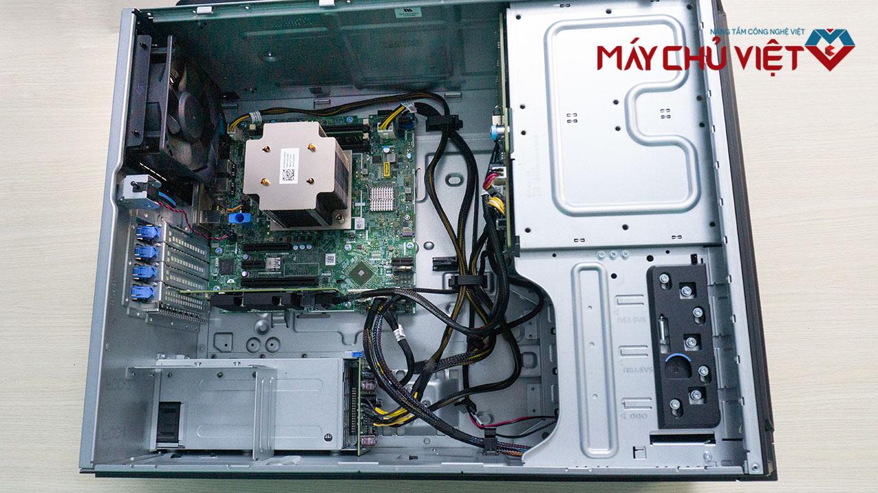 Nội thất bên trong của máy chủ Dell T340