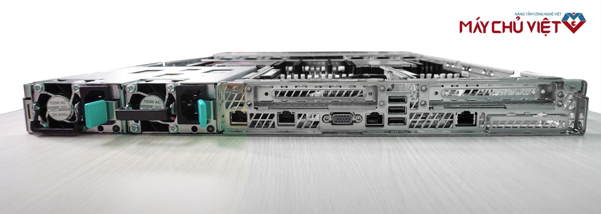 Mặt sau của máy chủ Intel R1304